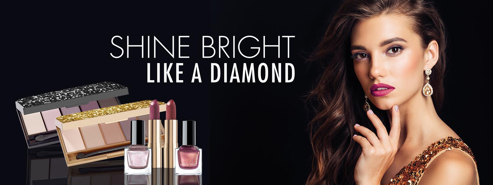 Porträt junge Frau mit Make up Produkten