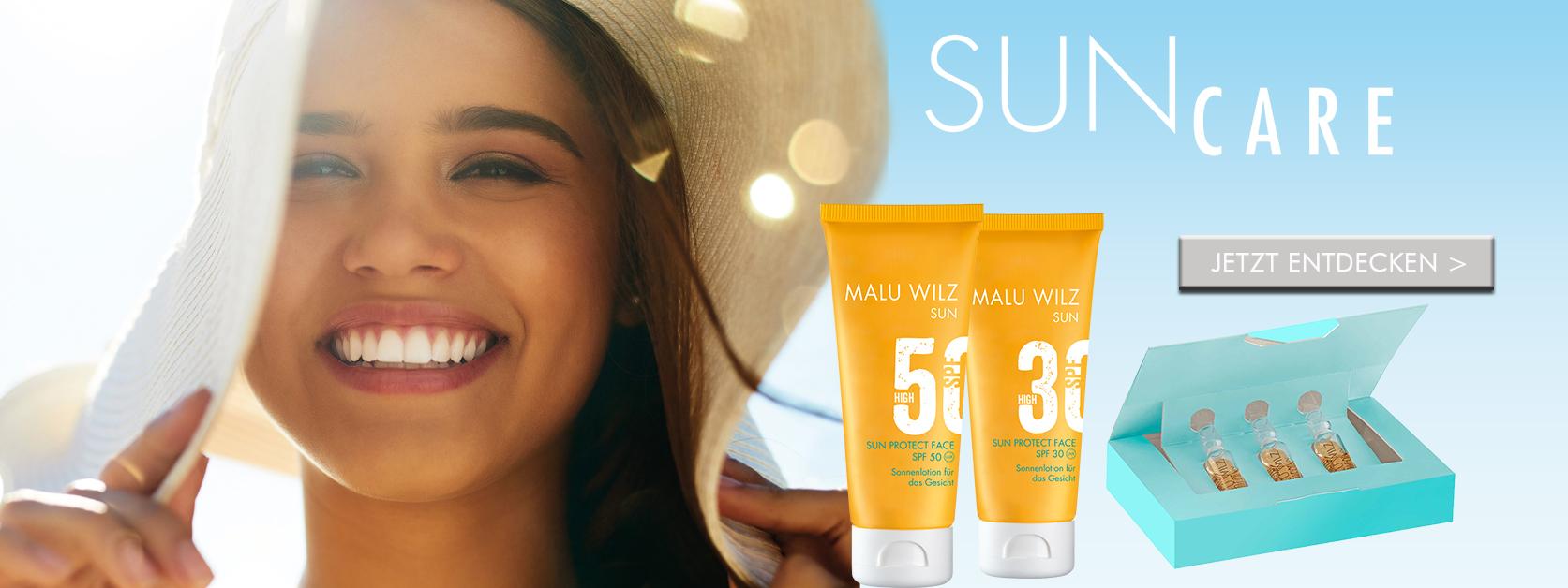 Frau mit Sonnenpflege-Produkten
