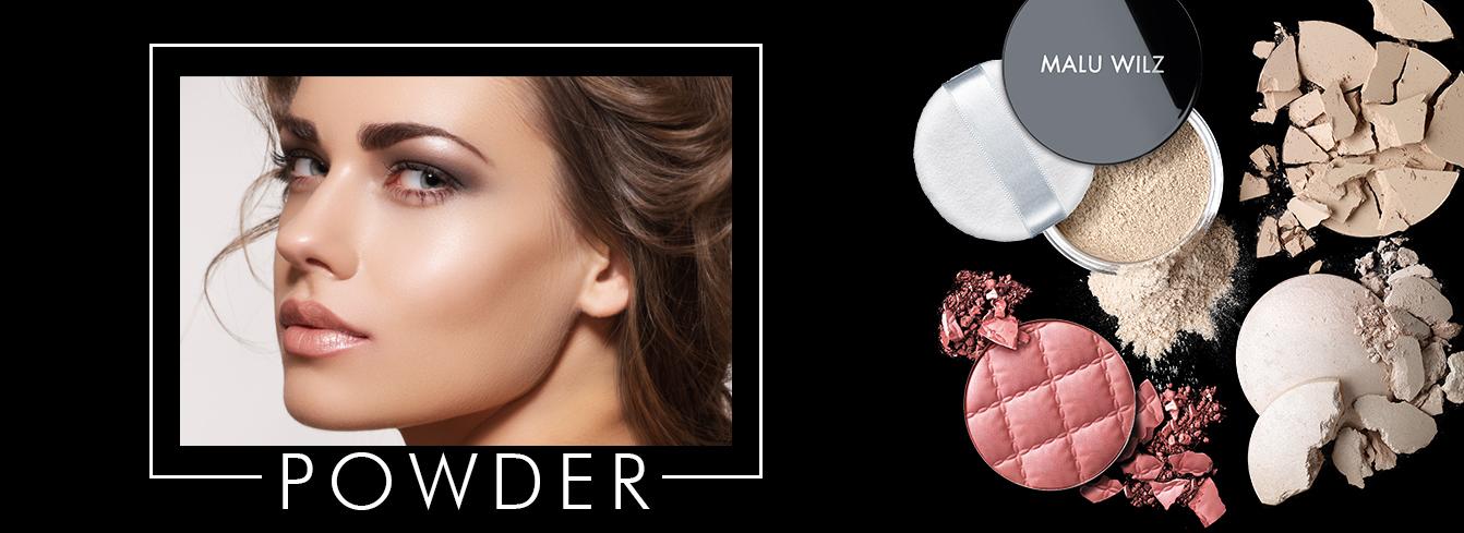 Porträt junger Frau mit Puder-Produkten