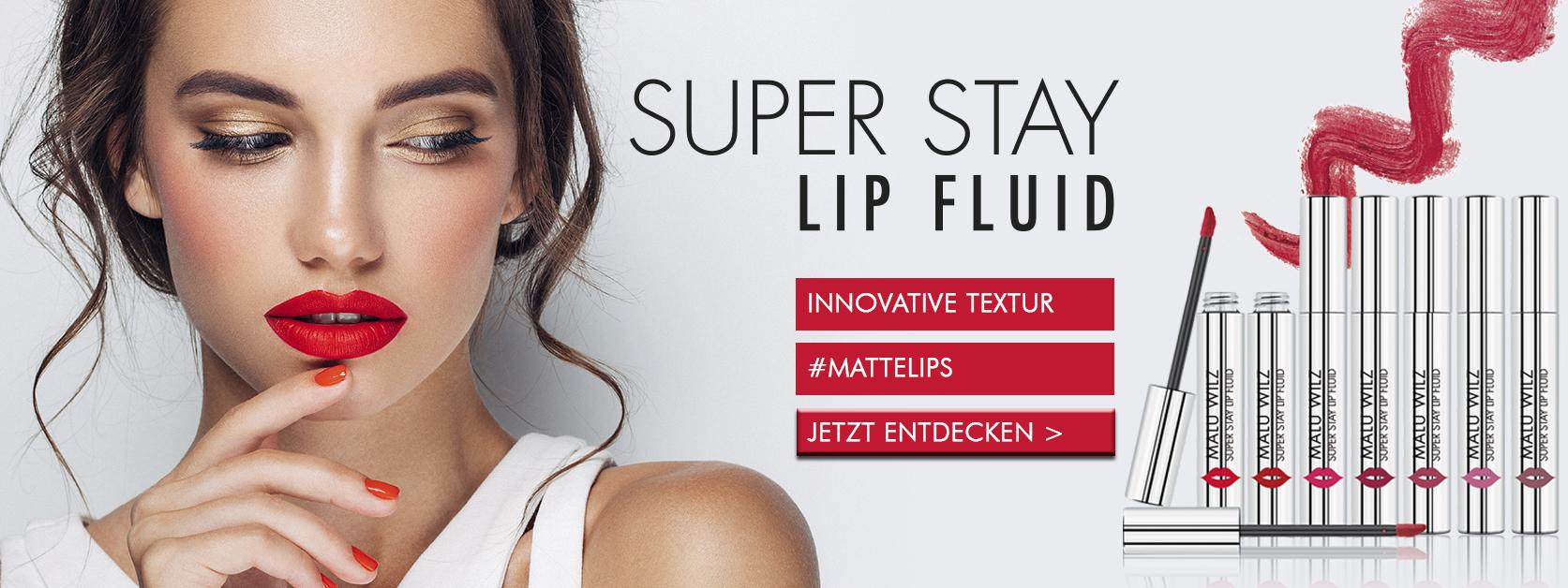 Frau mit intensiv roten Lippen